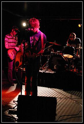 2003-09-28 - Music 77 spelar på Distro, Göteborg