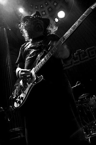 2004-12-04 - Pig Irön performs at Nalen, Stockholm