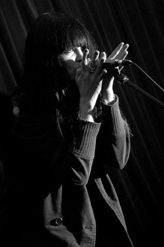 2005-01-17 - The Kills performs at Nalen, Stockholm