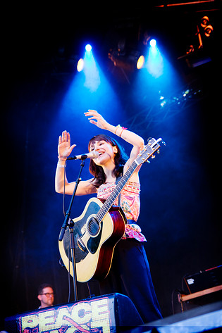 2009-06-24 - Laleh spelar på Peace & Love, Borlänge