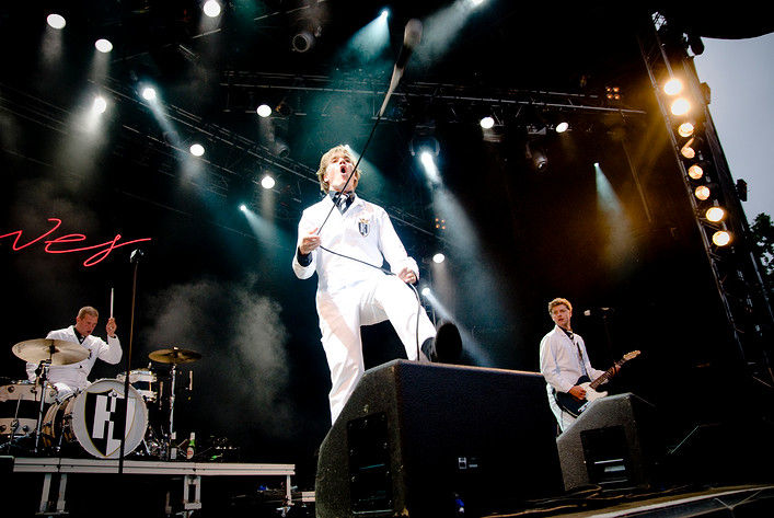 2009-07-18 - The Hives spelar på Sonisphere, Hultsfred