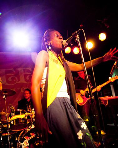 2009-09-18 - Jaqee spelar på Pusterviksbaren, Göteborg