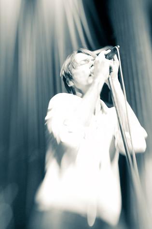 2010-01-28 - Brett Anderson performs at Nalen, Stockholm