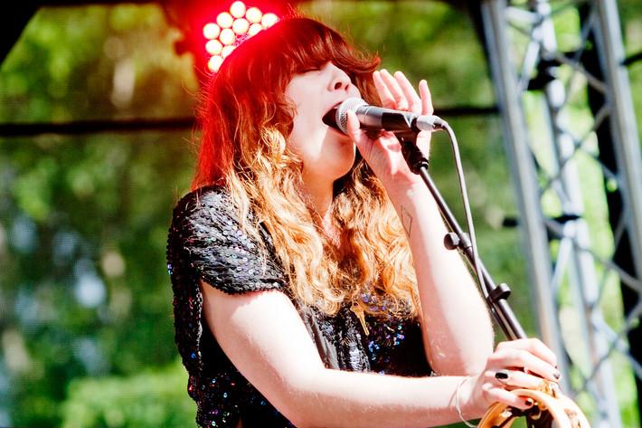 2012-05-26 - Sibille Attar spelar på Knarrholmen, Göteborg
