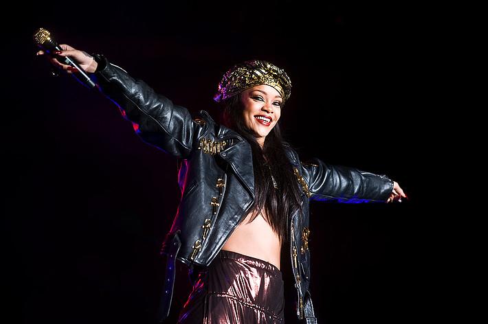 2012-06-30 - Rihanna performs at Peace & Love, Borlänge