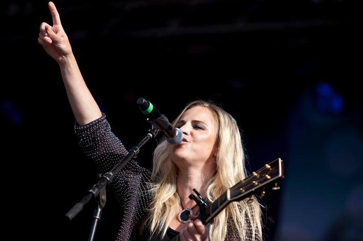 2012-08-19 - Lisa Miskovsky spelar på Götaplatsen, Göteborg