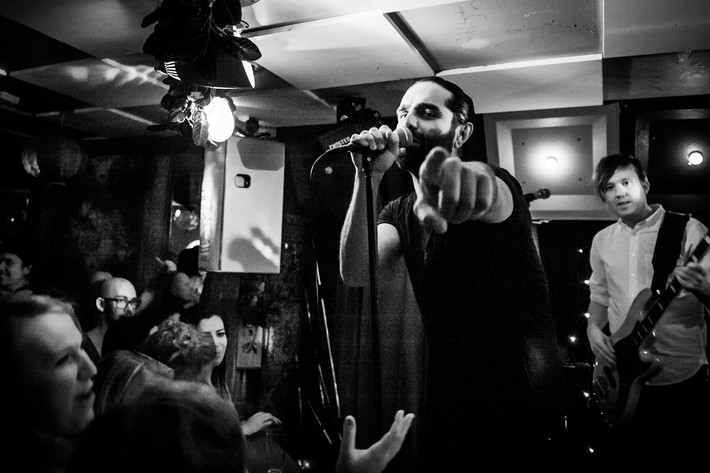2014-02-08 - Navid Modiri & Gudarna performs at Kafé de luxe, Växjö