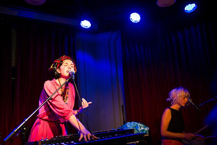 2014-08-22 - Amina Hocine spelar på Pustervik, Göteborg