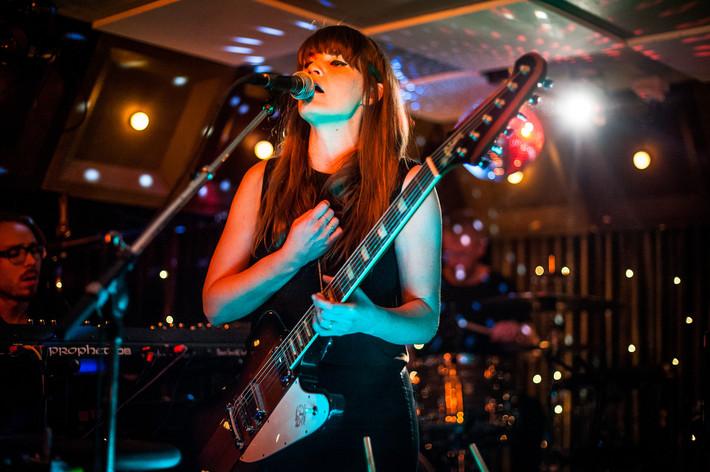 2015-02-13 - Jennie Abrahamson performs at Kafé de luxe, Växjö