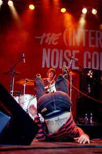 2004-06-19 - The (International) Noise Conspiracy spelar på Hultsfred, Hultsfred