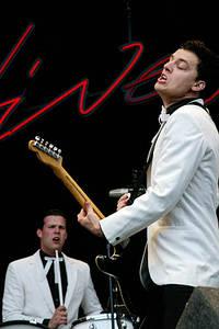 2004-08-27 - The Hives spelar på Reading Festival, Reading