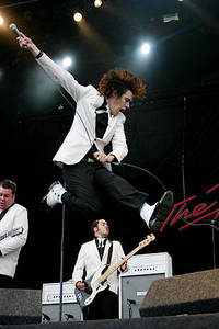 2004-08-27 - The Hives spelar på Reading Festival, Reading