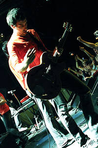 2004-10-08 - The (International) Noise Conspiracy spelar på The Tivoli, Helsingborg