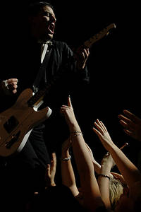 2004-11-07 - The Hives performs at Cirkus, Stockholm