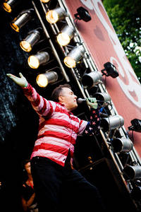 2010-06-30 - Jello Biafra and The Guantanamo School of Medicine spelar på Peace & Love, Borlänge
