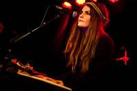 2011-05-06 - Jennie Abrahamson spelar på Guitars, Umeå