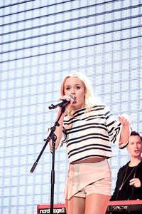 2015-11-13 - Zara Larsson performs at Hallenstadion, Zürich